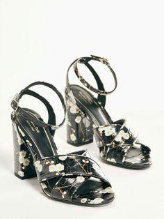 a7fe8015 Euro199,00 sandals, sandali a fiori, black, flowers, Massimo Dutti SS17  Classique Stile C'Factor personal shopper