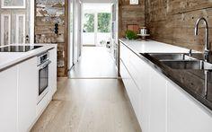 The Danish kitchen design Multiform Modern Scandinavian Interior, Scandinavian Kitchen, Kitchen Without Handles, Danish Kitchen, Solid Wood Kitchens, White Kitchens, Log Home Interiors, Log Homes, Interior Inspiration
