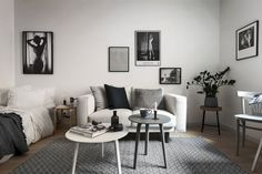 80 Minimalist Apartment Studio Decorating Ideas - Page 63 of 79 Studio Apartment Design, Studio Apartment Decorating, Apartment Interior, Apartment Living, Interior Design Living Room, Studio Design, Modern Studio Apartment Ideas, Decorate Apartment, Interior Livingroom