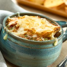 French Onion Soup: Delightful as a starter or for a main course! #frenchonion #soup #recipe