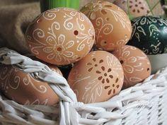 Ażurowe jaja, egg carving, koszyki z papierowej wikliny, pisanki drapane, pisanki wielkanocne, scratched eggs, wielkanocne dekoracje, wydmuszki jaj kurzych