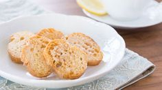 Rusk is perfect for making use out of stale bread. It's fast and easy to make at home, so don't waste your money! Enjoy this light, crispy appetizer.