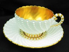 Tea Cup Set, My Cup Of Tea, Cup And Saucer Set, Tea Cup Saucer, Tea Sets, Golden Bowl, Vase Deco, Antique Tea Cups, Vintage Teacups