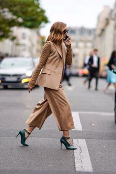 The Outfit Olivia Palermo Wore to Fashion Week