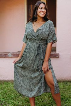 Kimono Style Dress, Kimono Fashion, 15 Dresses, Fashion Dresses, Snake Skin Dress, Tie Skirt, House Dress, Ruffle Dress, Green Dress