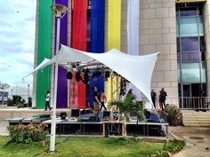 Le plateau de @Tv5monde en cours d'installation au village de la Francophonie à #Dakar @SFDK2014