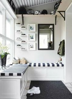 What is the real definition of a mudroom? Also get inspired by smart ideas to build your own mudroom in your house! A brief definition A mudroom is defined as a home's casual secondary entrance and a Sunroom Decorating, Hallway Decorating, Decorating Ideas, Interior Decorating, Small Sunroom, Style Salon, Balkon Design, Transitional House, Apartment Therapy