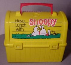 Google Image Result for http://ui.ibsrv.net/ibsrv/res/src:cdn.ultimatecoupons.com/get/blog/wp-content/uploads/2009/09/snoopy-lunchbox-300x277.jpg