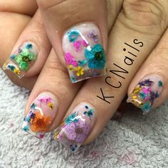 Clear acrylic overlay with encapsulated dried and pressed spring flowers gel nail designs - small Clear Acrylic Nails, Clear Nails, Simple Gel Nails, Sculpted Gel Nails, Acrylic Overlay, Encapsulated Nails, Nail Salon Decor, Gel Nagel Design, Seasonal Nails