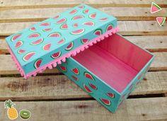Caja de Fibrofacil pintada a mano, motivo de Sandías, SUPER TOP!, con terminación de la tapa en pompones.. guardá todo eso que tenes por ahí en una ca...