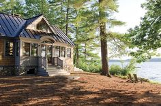 Rustic Lake House with Metal Roof. Lake house with metal roof. The metal roof is a standing seam metal roof. Lakeside Living, Lakeside Cottage, Lake Cottage, Cozy Cottage, Cozy House, Cozy Cabin, Rustic Cottage, Small Lake Houses, Rustic Lake Houses