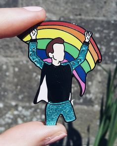 This Harry Styles Pride flag pin from his London show will be perfect for your next show or to wear to Pride. One Direction Gifts, One Direction Merch, Harry Styles Merch, Harry Styles Imagines, Harry 1d, Gucci, Rainbow Aesthetic, Perfect Mother's Day Gift, Hard Enamel Pin