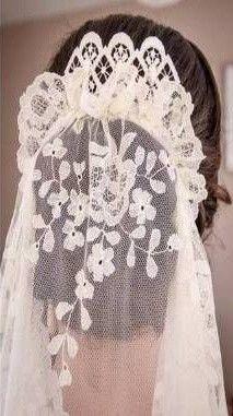 Peinados de novia con mantilla: Fotos de los mejores looks