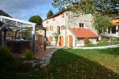 Gîte La Polonie, le premier gîte de la Haute-Loire à être élu 5 épis par les Gîtes de France. Spacieux, calmes et super-équipés : spa bien-être, douche hammam, baignoire balnéothérapie et aussi des séances de massage dans un site enchanteur près du Puy en Velay. Plus d'infos et réservation sur www.gite-la-polonie.fr