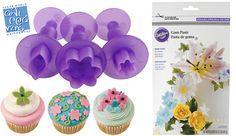 Διακοσμήστε τα cupcake και τις τούρτες σας με λουλούδια εύκολα και γρήγορα! Cupcake, Cookies, Desserts, Food, Products, Crack Crackers, Tailgate Desserts, Deserts, Cupcakes