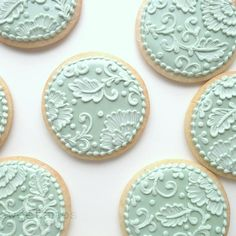 SweetAmbs: Filigree and brush embroidery decorated cookies for Mother's day. Mother's Day Cookies, Lace Cookies, Flower Cookies, Sugar Cookies, Owl Cookies, Wedding Sweets, Wedding Cookies, Wedding Favors, Diy Wedding
