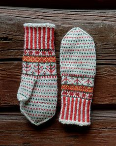 Ravelry: Korsnäsin lapaset pattern by Anna-Karoliina Tetri Knitted Mittens Pattern, Crochet Mittens, Fingerless Mittens, Knitted Gloves, Knitting Socks, Hand Knitting, Knit Crochet, Knitting Patterns, Diy Laine