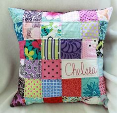 Love this pillow. Would be cute with old baby clothes Love this pillow. Would be cute with old baby clothes Old Baby Clothes, Baby Clothes Quilt, Nice Clothes, Quilt Baby, Patchwork Pillow, Quilted Pillow, Quilting Projects, Sewing Projects, Quilting Ideas