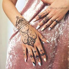 Finger Henna Designs, Henna Tattoo Designs Simple, Mehndi Designs For Fingers, Mehndi Art Designs, Mandala Wrist Tattoo, Henna Tattoo Hand, Hand And Finger Tattoos, Hand Tattoos For Women, Body Art Tattoos