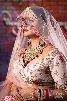 Get the best Bridal Makeup Ideas of 2020 Bridal Poses, Bridal Photoshoot, Bridal Portraits, Wedding Guest Style, Bridal Style, Marriage Dress, Wedding Photography Poses, Indian Beauty Saree, Bridal Lehenga