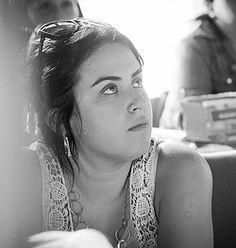 María Fernanda Salinas: Abogada, especialista en Derecho de familia. Para el proceso de contención propone el uso de esencias florales, para que la dolorosa etapa de juicio sea más llevadera.