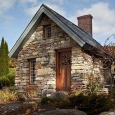 Stone cottage guest house in backyard! Oh my Lord... this is adorable.