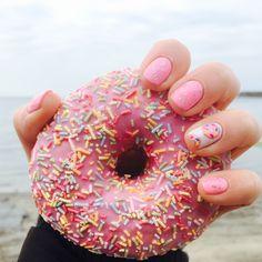 Doughnut gellish nail art. Donut judge 😊