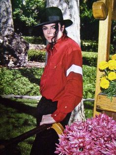 ‎25 years ago in Michael Jackson HIStory March 15, 1988 MJ's hosts benefits for Saint Vincent's Residence at Neverland