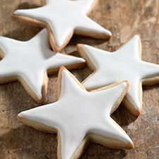 Simple Cookie Glaze: King Arthur Flour 2 1/4 cups confectioners' sugar, sifted 2 tablespoons light corn syrup 1 1/2 to 2 tablespoons plus 1 teaspoon milk Food coloring (optional) http://www.kingarthurflour.com/recipes/simple-cookie-glaze-recipe#.UMxHHgJfNMw.pinterest