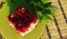 Lekki przepis na ciasto jogurtowe z czerwoną porzeczką. Idealne na upalne lato!  Recipe for light yoghurt cake with redcurrant. Best for hot summer!