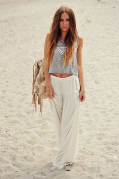 Pair a vintage tee with a feminine maxi skirt for an effortlessly cool but still comfy look for the beach!