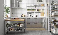 GREVSTA deur | IKEA IKEAnl IKEAnederland designdroom inspiratie wooninspiratie interieur wooninterieur deurtje woonkamer eetkamer keuken roestvrij staal accentdeur shinen glans