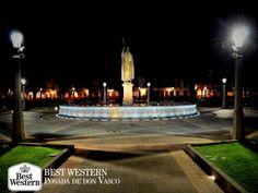 EL MEJOR HOTEL DE PÁTZCUARO. La Plaza Don Vasco de Quiroga, está considerada como una de las más bellas de América. Tomar un paseo nocturno por este hermoso sitio lleno de armonía y admirar las impresionantes construcciones coloniales iluminadas, es una excelente opción para pasear durante su estancia en Pátzcuaro. En Best Western Posada de Don Vasco, le invitamos a conocer este famoso lugar. Para su comodidad, nos encontramos ubicados en la zona centro. #hotelenpatzcuaro