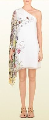 This dress reminds me of Drew Barrymore. Nice one for a beach party!