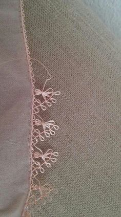 This Pin was discovered by İnc Needle Tatting, Tatting Lace, Needle Lace, Bobbin Lace, Crochet Unique, Crochet Lace, Sewing Machine Embroidery, Hand Embroidery, Tatting Patterns