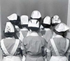 Nurse Caps - they were our pride and joy! They were our ID, you could tell where a fellow nurse graduated from by their cap! Nurse Pics, Nurse Stuff, History Of Nursing, Medical History, Nursing Pictures, Funny Pictures, Nursing Profession, Nurse Hat, Vintage Nurse