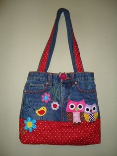 Bolso vaquero con aplicaciones de búho combinando distintas telas. Denim bag with owls applique