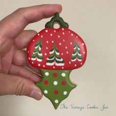 Can't wait to make this hanging ornament with my class on Friday night!! #christmascookiedecorating #christmascookies #decoratedcookies #customcookies #cookiefun #ottawaeats #ottawafoodies #ottawabaker #ottawabakingclass #royalicing #sugarart #sugarcookies #christmasornamentcookies #hangingcookies #ottawachristmas #christmasinottawa #decoratedcookies #edibleart #ilovesugarcookies
