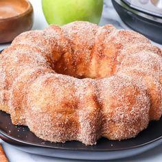 Apple Cider Doughnut Cake - Princess Pinky Girl Apple Desserts, Apple Recipes, Just Desserts, Baking Recipes, Delicious Desserts, Fall Desserts, Sweet Desserts, Yummy Food, Bread Recipes