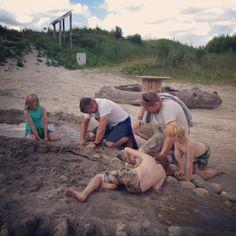 Speelplezier voor jong en oud Survival, Camping, Couple Photos, Couples, Tips, Campsite, Couple Shots, Couple Photography, Couple