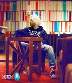 Diljit Dosanjh Cute Girl Pic, Cute Girls, Kurta Pajama Punjabi, True Love, My Love, Sweet Guys, Headscarves, Turbans, Boys Over Flowers