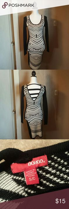 Black/White Long Sleeved Bongo Sweater Dress Sz S This fitted black and white long sleeved sweater dress is made by Bongo. It has a v neck pattern cut out the back with strips going across. This dress is a size Small. In excellent condition. BONGO Dresses Long Sleeve