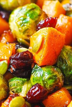 Maple Butternut Squash, Roasted Brussels Sprouts, Pumpkin Seeds, and Cranberries – perfect autumn salad, bursting with colors and flavors! Recipe HERE. Veggie Side Dishes, Vegetable Dishes, Side Dish Recipes, Vegetable Recipes, Food Dishes, Vegetarian Recipes, Cooking Recipes, Healthy Recipes, Sprouts Salad