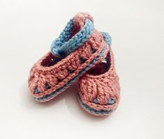 Etsy Crafts, Art Crafts, Best Baby Shower Gifts, Baby Slippers, Crochet Baby Booties, Baby Girl Shoes, Baby Girl Gifts, Online Gifts, Infant