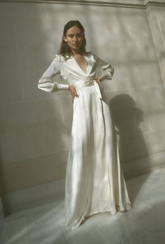 Fun Buying Wedding Dress Guide - Insights On Products Of Shopping For Wedding Gowns - Marry Points Maxi Wrap Dress, Wrap Wedding Dress, Long Silk Dress, Wrap Dresses, Silk Robe Long, White Silk Dress, Silk Gown, Tomboy Wedding Dress, Silk Wedding Dresses