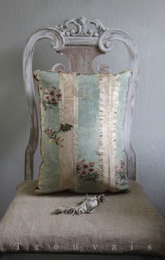 18th century French silk pillow via Trouvais