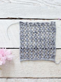 How To Make An Easy Lace Knit Shawl Pattern - Flax & Twine - Lace Pattern 1 - http://www.flaxandtwine.com/2015/05/easy-lace-knit-shawl-pattern/