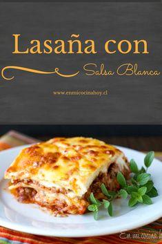 La lasaña con salsa blanca es la mas tradicional en Chile donde la ricotta es un queso caro y que no esta disponible en todos lados. Deliciosa.