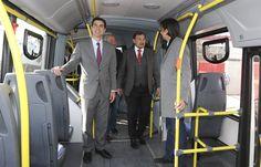 """Juan Manuel Urtubey participó en la presentación de las nuevas unidades de SAETA. Los 10 colectivos articulados fueron adquiridos a través del Plan del Bicentenario, en el marco de las mejoras continuas al sistema de transporte. """"Esto va a permitir que los usuarios puedan viajar mejor y con mayor comodidad. Tenemos que priorizar el servicio de transporte público en Salta"""", dijo el Gobernador."""