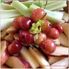 Lunch ~ Red Delicious and Gala apples, Rainier cherries (so sweet and juicy !), and celery. #thefruitexperiment #rawvegan
